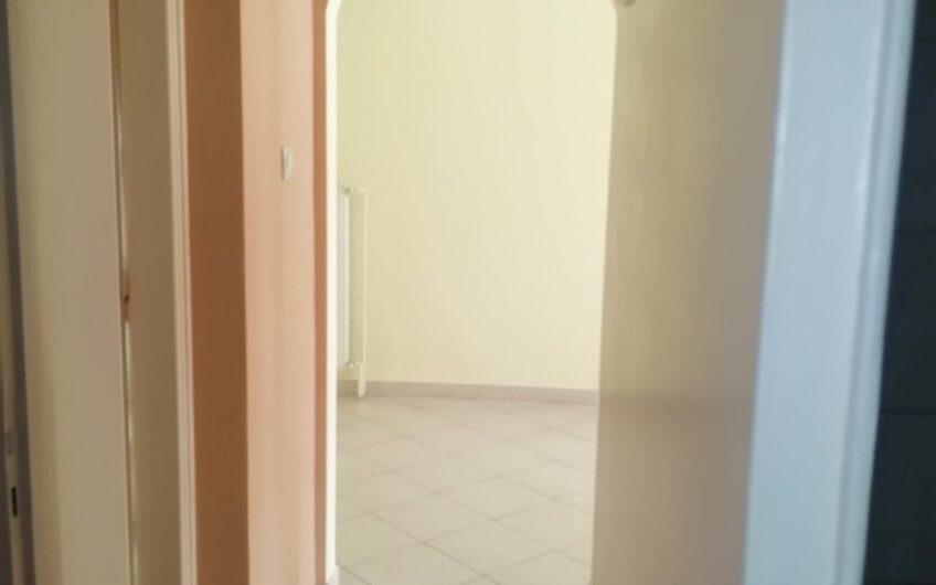 Ενοικιάζεται 600€  διαμέρισμα Πλ. Βικτωρίας